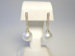 Südseeperlen höchster Qualität an formschönen Diamant Ohrhängern