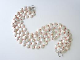 Grandioses Collier mit 126 großen Münz-Perlen und Koralle