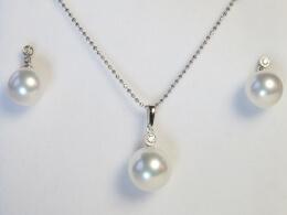 Südseeperlen Set: Anhänger und Ohrringe mit kleinem Diamant