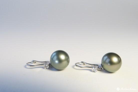 graue Perlen