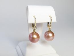 Ohrhänger mit strahlenden großen Mingperlen in rosé