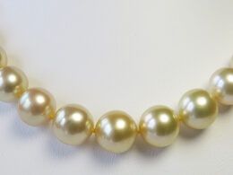 Traumhaftes Collier aus naturfarbenen goldenen Südseeperlen, 10-12,8 mm, AA+/AAA