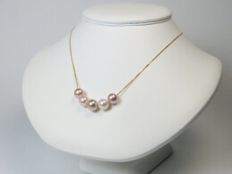 750er Weißgold Kette mit 5 naturfarbenen Perlen höchster Qualität