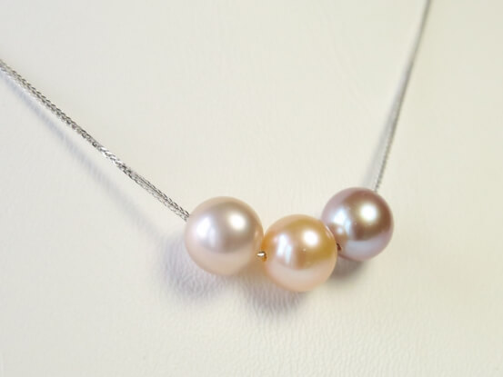 18kt.Weißgoldkette mit farbigen Perlen