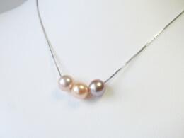 Farbige Perle an 18kt.Weißgoldkette