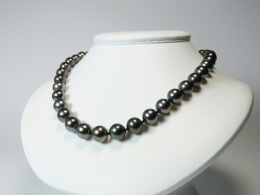 Collier mit dunkelgrauen, runden Perlen 10-11mm, AA/AA+