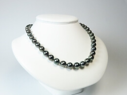 Collier aus nahezu runden Tahiti Perlen, 8,5-10,5 mm
