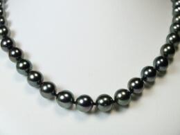 Collier aus nahezu runden Tahiti Perlen, 8,2-10,4 mm
