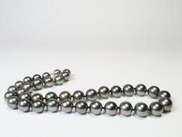 Attraktives  Tahiti Collier mit dunklen glanzvollen Perlen, 10,1-12mm, AA+/AAA