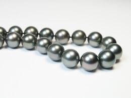 Antrazithfarbene Perlenkette aus Tahitiperlen, 11,2-12,9mm, AA+/AAA