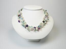 Grosse Tropfen aus Perlen und Halbedelsteinen