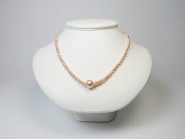 Attraktives Design mit pfirsichfarbenen Perlen