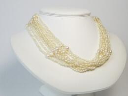 10 Strang Collier in weiß im Keshi Perlenstil