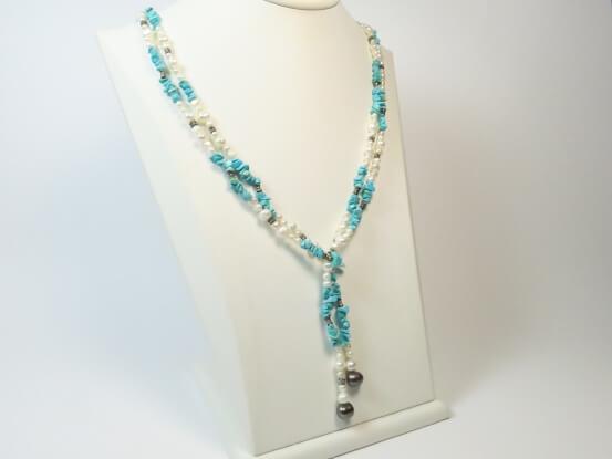 Türkis und Perlen