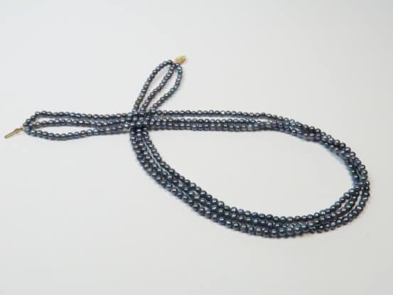 kleine graue Perlenkette