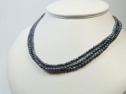 Dreistrang Kette mit winzigen grauen Perlen, 3,5mm