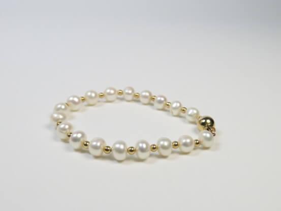 Perlen mit Goldkügelchen
