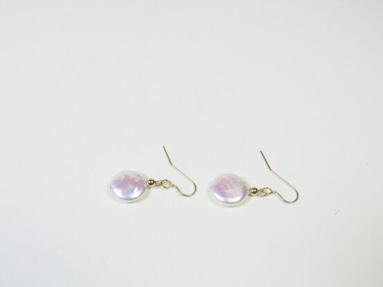 Ohrhänger mit münzförmigen Perlen