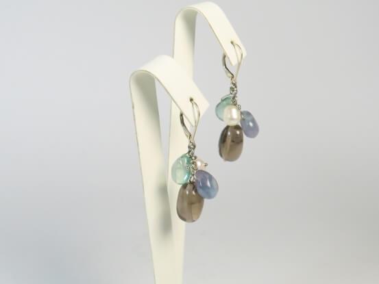 Ohrringe aus Perlen und Halbedelsteinen
