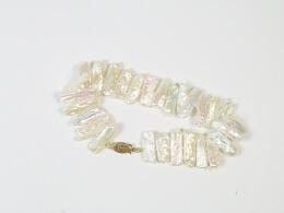 Armband aus stäbchenförmigen Zuchtperlen