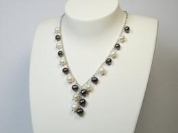 Perlschmuck aus Y-Kette mit 21 Perlanhängern in weiß und grau