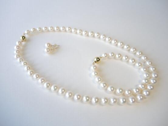 Set aus Perlen