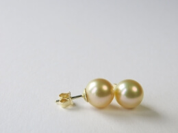 Runde, goldene Südsee Perlenohrstecker, 10,-10,5 mm, AAA