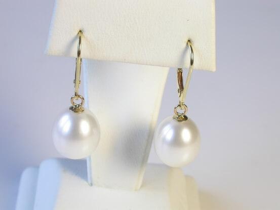 tropfenförmige perlen