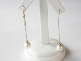 Perlen-Ohrhänger an Goldkettchen, AAA