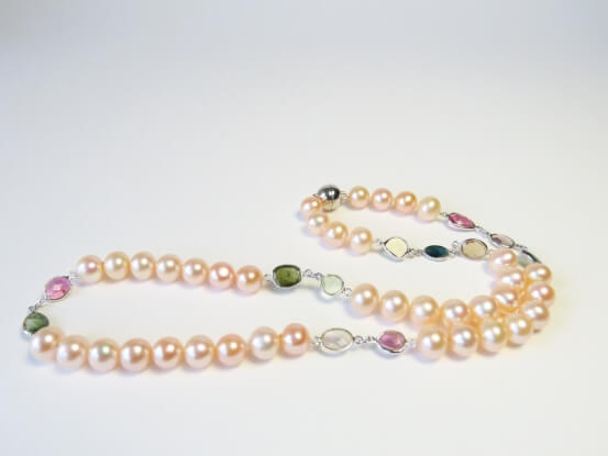 Perlenkette in pfirsich mit Turmalinen