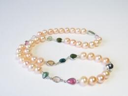 Perlencollier mit gefassten Turmalinen