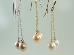 Ohrhänger an Goldkettchen mit großen Perlen in weiß, apricot oder lavendel