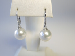 Weiße Südseeperlen Diamant Ohrhänger. AAA