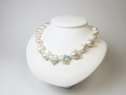Glanzvolle weiße barocke Perlen, 11,3-13,8 mm